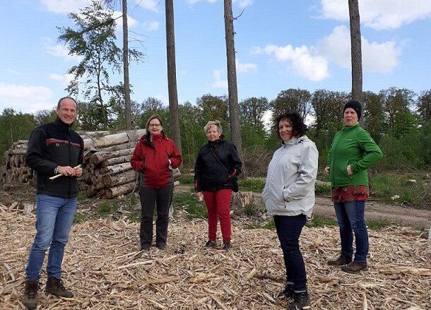 Waldschutz ist Klimaschutz, Waldbegehung der Kreisgrünen mit Forstamtsleiter Axel Henke aus Boppard